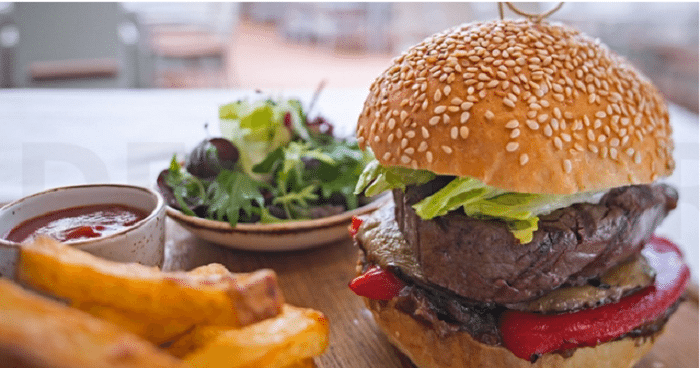 Salad or Sandwich or Burger and Soft Drink  at Wavebreaker at Hilton Dubai Jumeirah for AED 59 - Dubaisavers