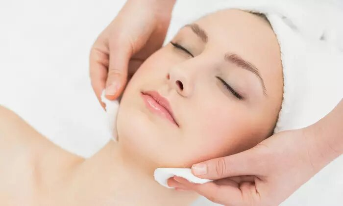 Dr Renaud Facial with Optional Eyebrow Shaping and Nail Polish on Fingers or Toes at Mad Lillies Salon - Dubaisavers
