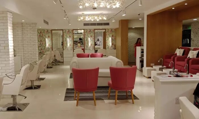 60-Minute Moroccan Bath with Optional 30-Minute Hot Tub Session or Classic Mani-Pedi at Mirrors Beauty Lounge - Dubaisavers